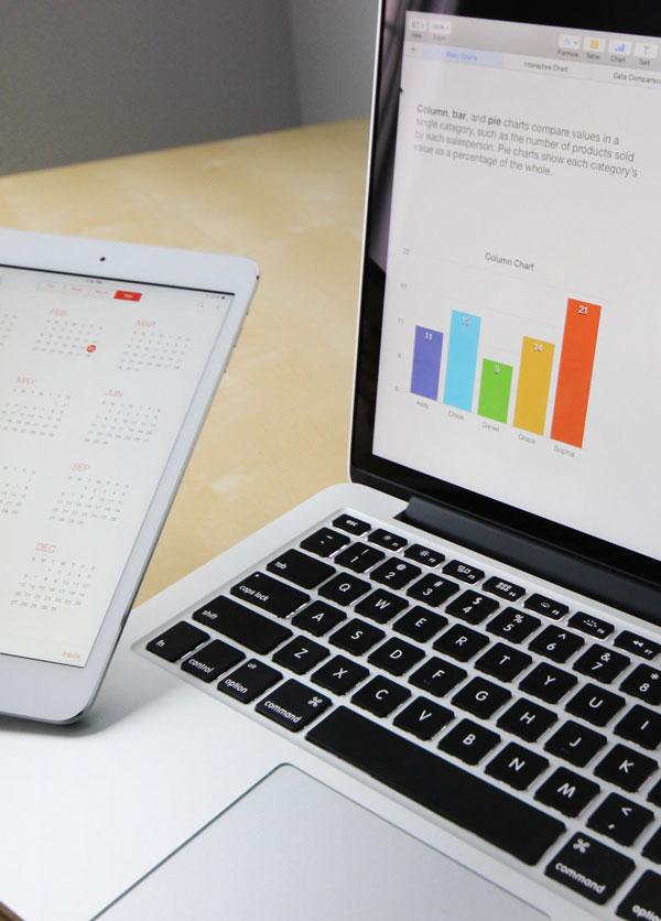 Closeup billede af marketingplan på laptop