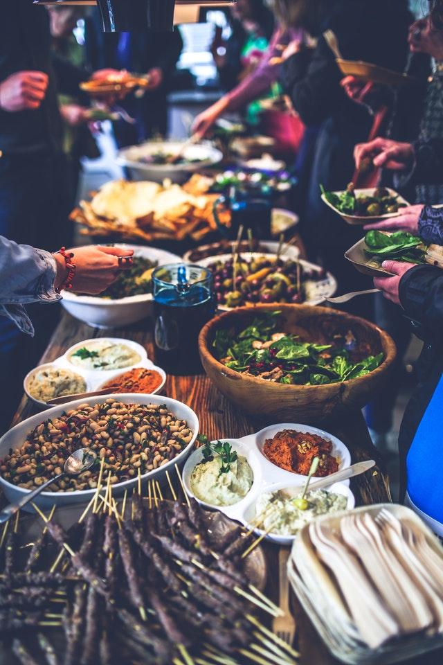 Lokal mad buffet på rejse