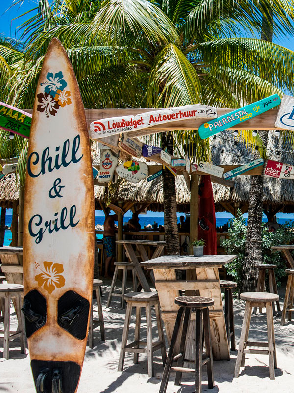 All inclusive strand bar