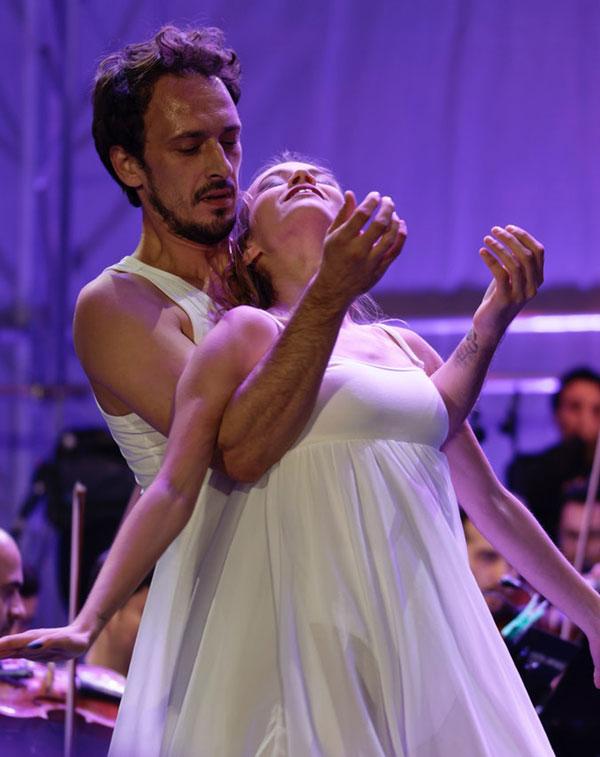 Mand og dame der danser
