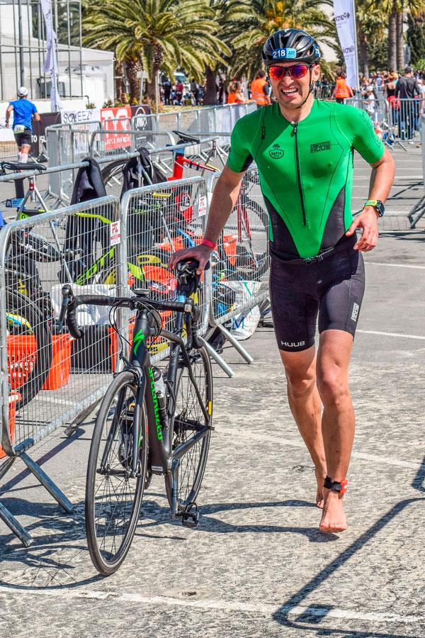 Triatlet med cykel