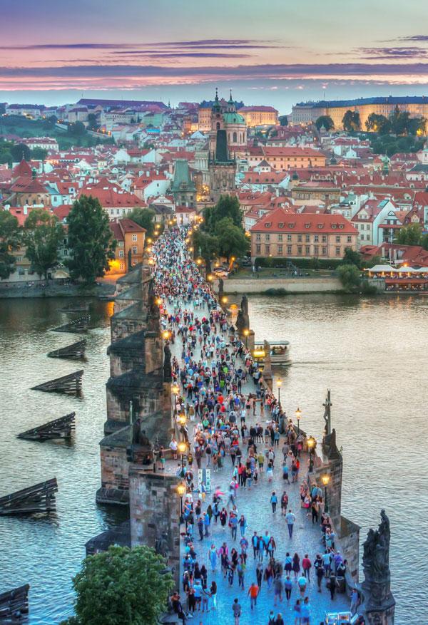 Prag befolket bro