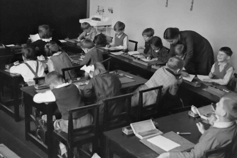Skole elever i klasse.